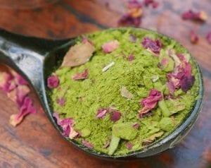 matcha green tea powder with chai spices,